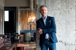 Monochrom Photo - sesje biznesowe Warszawa. Zdjęcia biznesowe, sesje korporacyjne, zdjęcia do CV, zdjęcia na LinkedIn.